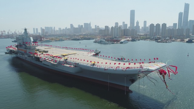 Chinas erster eigener Flugzeugträger