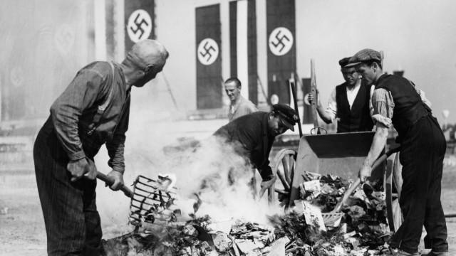 Aufräumarbeiten nach dem 1. Mai 1933