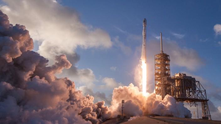 Falcon 9-Rakete von SpaceX beim Start