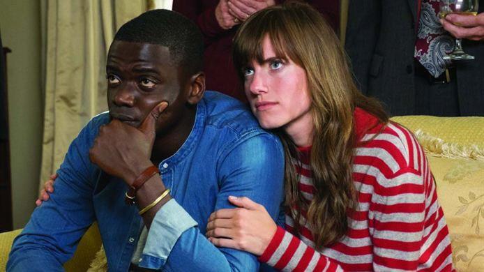 """""""Get out"""" im Kino: Die Familie kennenzulernen, das ist immer ein großer Schritt. Für Chris (Daniel Kaluuya) und Rose (Allison Williams) steigt das Unwohlsein dabei von Minute zu Minute."""