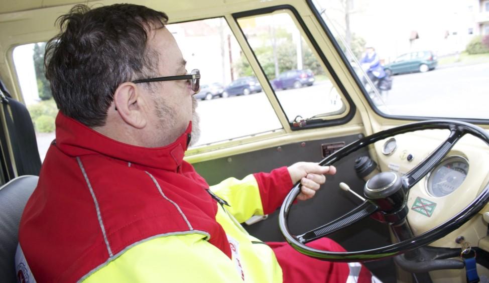 Peter Graf im VW-T1-Rettungswagen von 1965