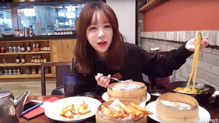 Südkorea: Inah Cho bei ihrer köstlichen Arbeit.