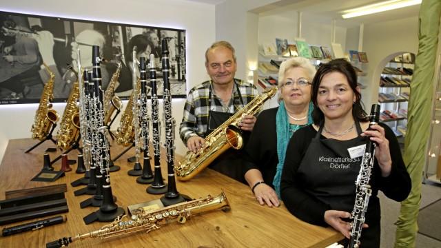 Neueröffnung am Samstag: Angelika Dörfler (vorn) und ihre Eltern Roland und Beatrix haben umgebaut.