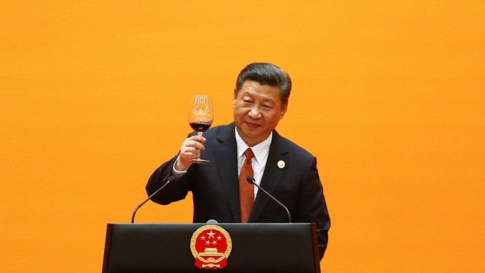 Chinese President Xi Jinping makes a toast at the beginning of the welcoming banquet at the Great Hall of the People during the first day of the Belt and Road Forum in Beijing
