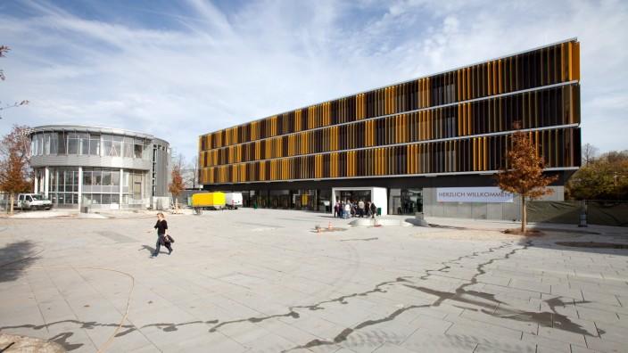 Architekturführung durch das Werner-Heisenberg-Gymnasium in Garching