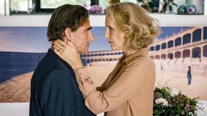 Tatort: Die Liebe, ein seltsames Spiel: Thomas Jacobi (Martin Feifel) macht reinen Tisch vor Dr. Slowinski (Juliane Köhler), allerdings nur was Verena Schneider betrifft.