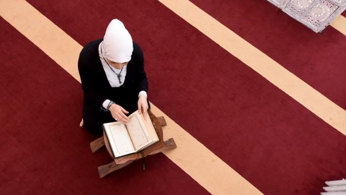 Muslima beim Gebet in München, 2017