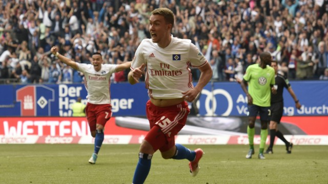 Hamburg's Luca Waldschmidt celebrates scoring their second goal