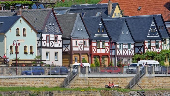 Fachwerkhäuser an der Elbe in Sachsen