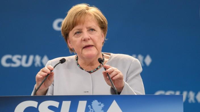Bierzeltauftritt von Merkel und Seehofer