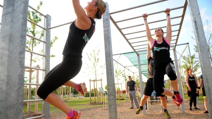 Extremhindernisläufe: Beim Hindernislauf zählt nicht nur die Kraft in den Beinen.