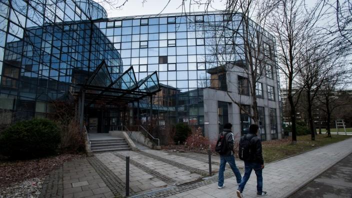 Ehemaliges Bürohaus in München wird Flüchtlingsunterkunft, 2016
