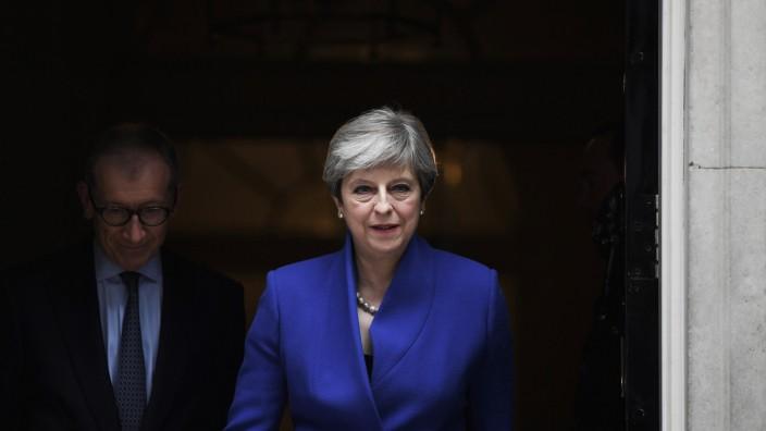 Großbritannien nach der Wahl: Theresa May mit ihrem Ehemann Philip. Selbst in ihrer Partei fragen sich die Leute: Ist sie ein Mensch aus Fleisch und Blut?