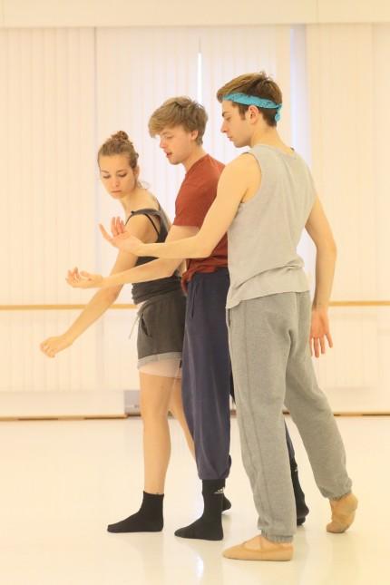 Junge Choreografen: Socken oder Schläppchen statt Spitzenschuh: Die jungen Choreografen nehmen sich stilistische Freiheiten.