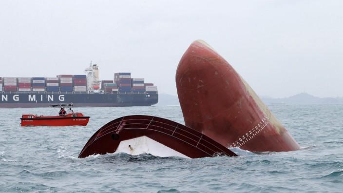 Tanker Collision at Border Indonnesia - Singapore