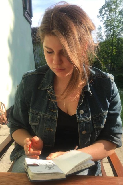 Celine Caly, 19, aus Kirchseeon