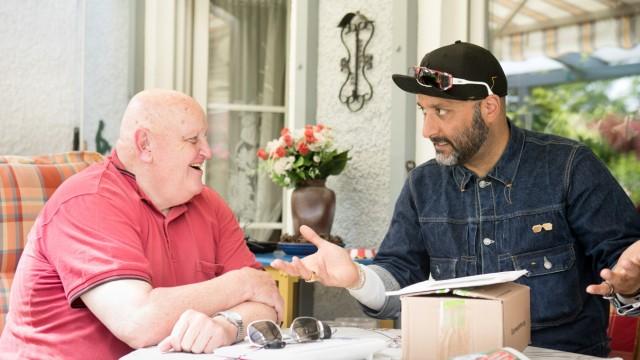Heimstetten. Der Designer Haman Alimentari trifft Alois Spies, der ihn vor 25 Jahren wegen Schmierereien auf Zügen verhaften ließ und ihm nun Fotos von besprayten Zügen schenken möchte.