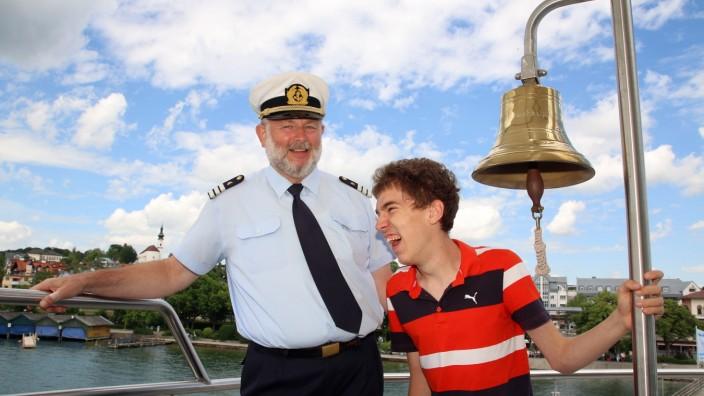 Michael beim Kapitän; SZ-Adventskalender erfüllt Weihnachtswunsch