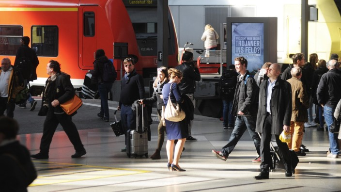 Gleichstellung: Pendler rotieren hier täglich: Die Bahnhofshalle des Münchner Hauptbahnhofs.