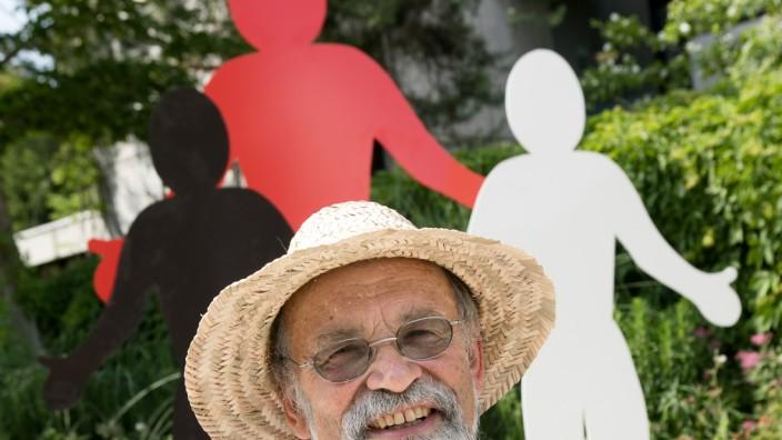 Skulpturen von Walter Kuhn vor dem Gräfelfinger Rathaus