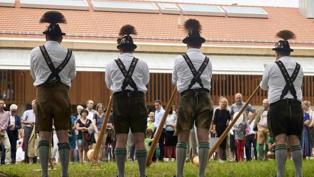 Eröffnung in Nantesbuch: Die Rieder Alphornbläser spielten bei der Einweihungsfeier.