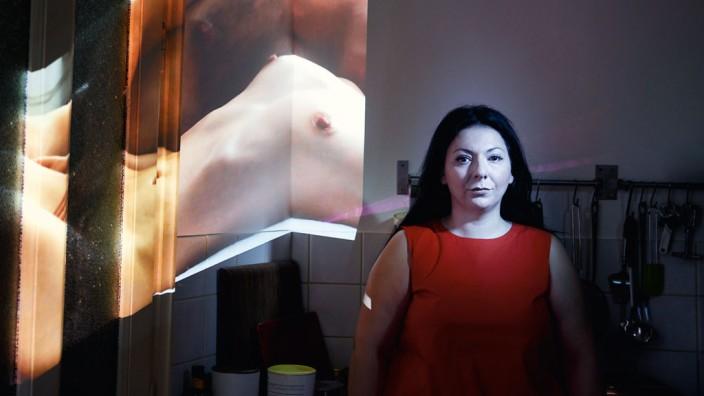 Von der Oper zum Porno: Adrineh Simonian, 43, hat bisher zwanzig Pornofilme gedreht. Ihre eigene Sexualität, sagt sie, sei dadurch souveräner und intensiver geworden.