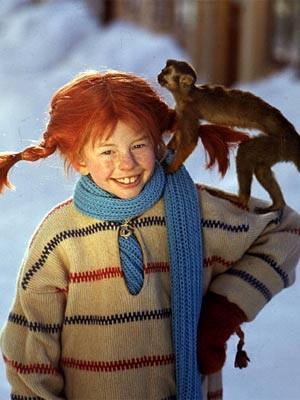 Inger Nilsson als Pippi Langstrumpf mit ihrem Affen Herr Nilsson