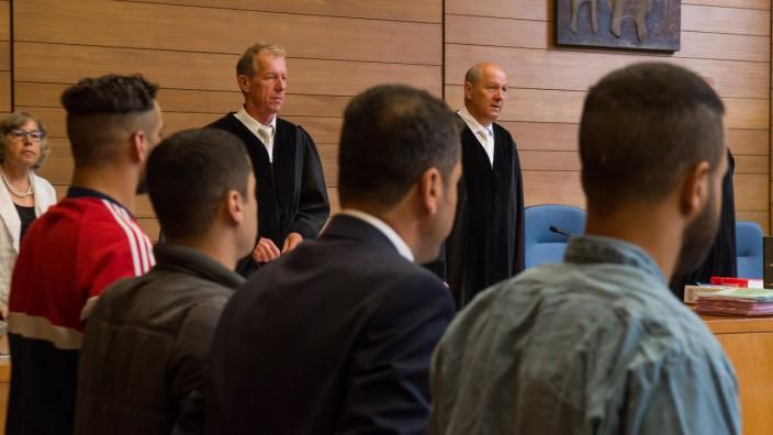 Prozess gegen zwei mutmaßliche Schleuser und einen Helfer