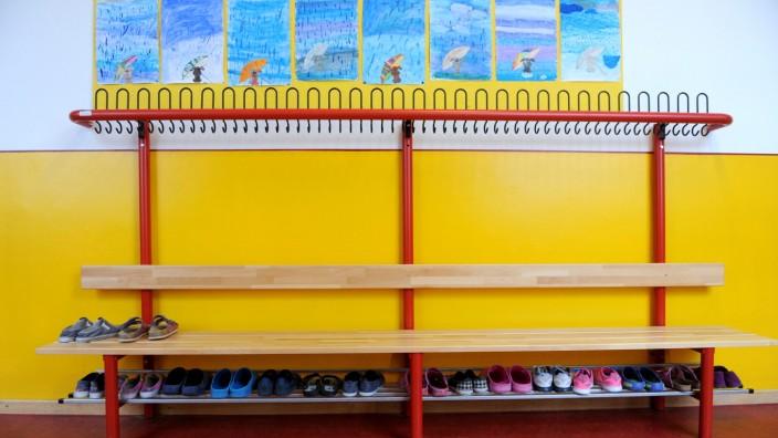 Gaderobe in einer Münchner Grundschule, 2017