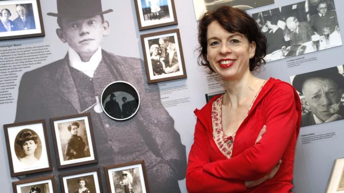 """Kulturpolitik: """"Mit einer Träne im Knopfloch"""" hört Sabine Rinberger als selbstständige Musäums-Direktorin auf und lässt sich von der Stadt anstellen."""
