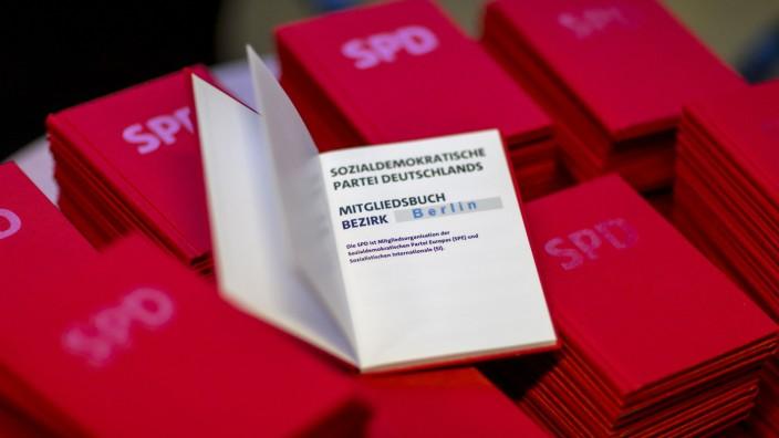 Wer ein SPD-Parteibuch besitzt, darf auch am Mitgliederentscheid zum Koalitionsvertrag teilnehmen.