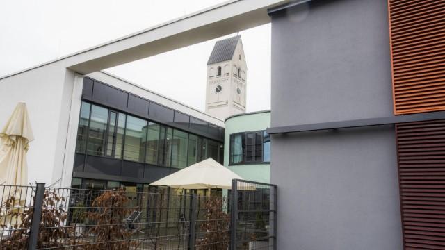 Haar, kbo-Isar-Amper-Klinikum München-Ost, Neubauten neben Altbauten, gelungene Verbindung