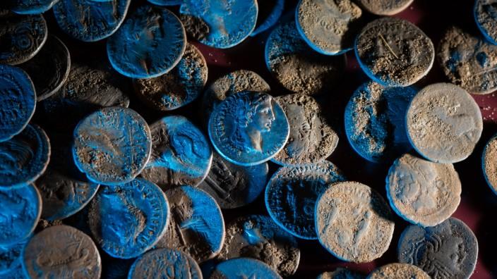 Über 200 römische Silbermünzen gefunden
