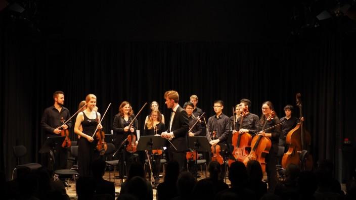 MUNICH CLASSICAL PLAYERS  mit Dirigent Maximilian Leinekugel