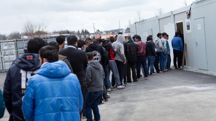 Flüchtlingsbetreuung in Flüchtlingsunterkunft in München, 2016