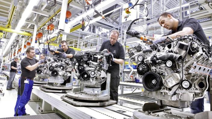 Aus des Verbrenner-Motors: Sie sehen modern aus, sind aber bald Kandidaten fürs Museum: Verbrennermotoren bei Daimler.