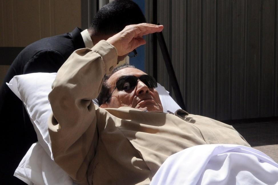 Mubarak's health deteriorates in Egypt prison hospital