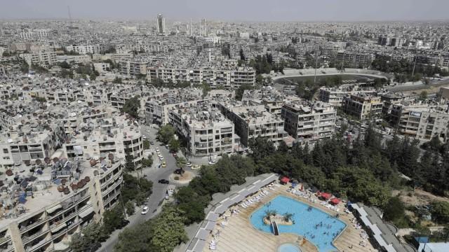 Syrien: Eine Luftaufnahme zeigt, dass manche Bezirke der Millionenstadt Aleppo zerstört, andere aber verschont worden sind.