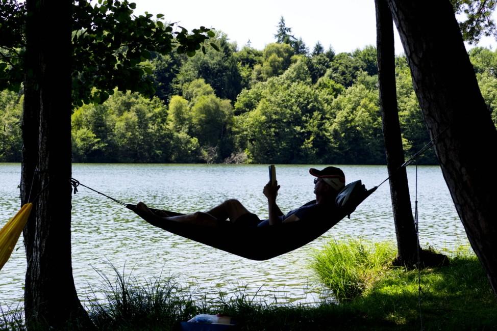 Baden im Sommer am Steinsee bei Moosach