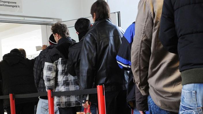 Arbeitslose stehen Schlange in Gelsenkirchen