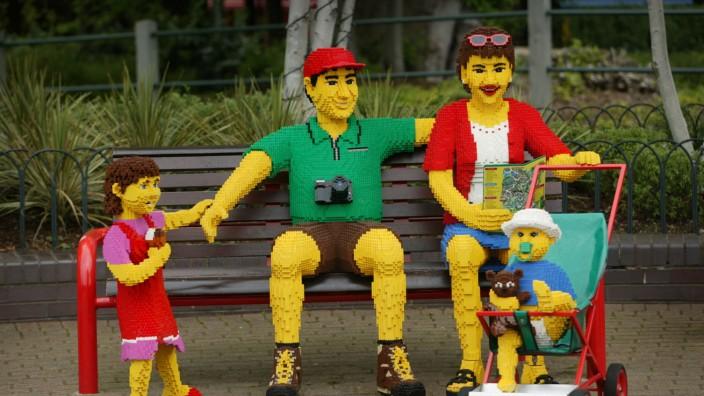 Allgemeine Geschäftsbedingungen: Die Menschheit - hier symbolisiert durch Legofiguren - hat die Chance, dem Desaster noch zu entgehen, meint Harald Welzer.