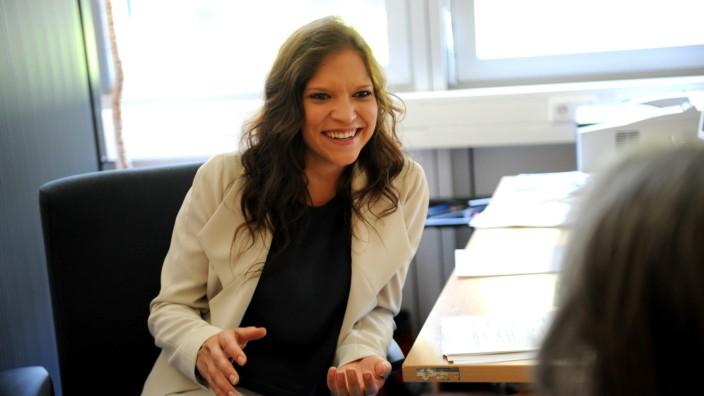 München heute: Mit 27 Jahren ist Andrea Hölzl die jüngste Teamleiterin in einem Münchner Jobcenter: 2016 brachte sie von 330 Kunden 250 in Arbeit.