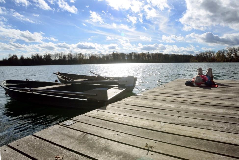 Der Thenner Weiher westlich von Wartenberg ist ein See zum Baden im Landkreis Erding