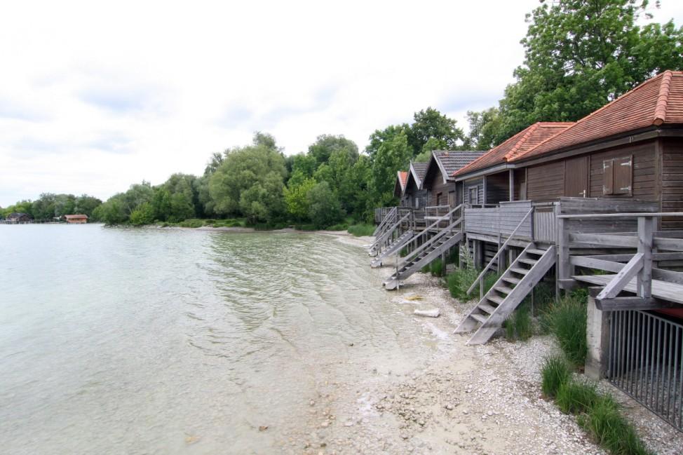 Der Badestrand in Stegen, einem Ortsteil der Gemeinde Inning am Ammersee