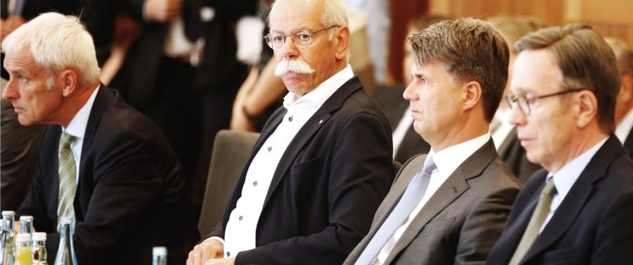 Diesel-Gipfel: Elternabend wegen Sorgenkind Diesel: Matthias Müller, Dieter Zetsche, Harald Krüger und Matthias Wissmann