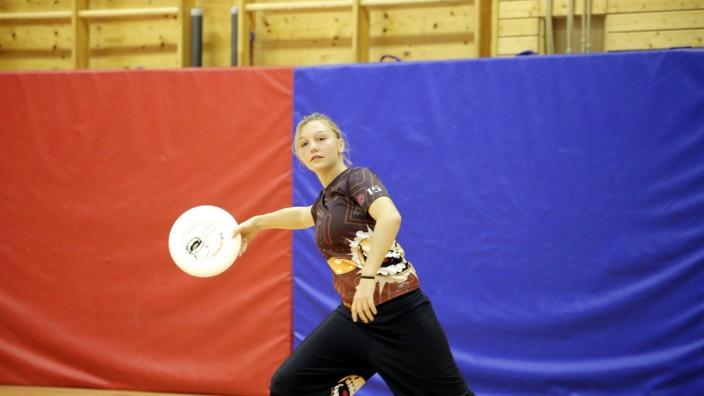 Nationalmannschaft: Die 17-jährige Franzi Meyer aus Geretsried fährt mit der deutschen Frisbee-Nationalmannschaft nach Holland zur Europameisterschaft.
