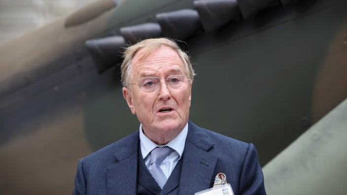 FILE - British Actor Robert Hardy Dies Aged 91