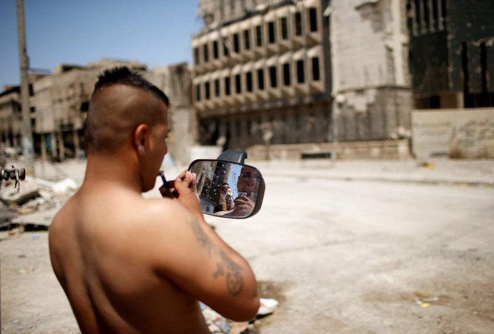 An Iraqi soldier shaves in the destroyed Old City of Mosul