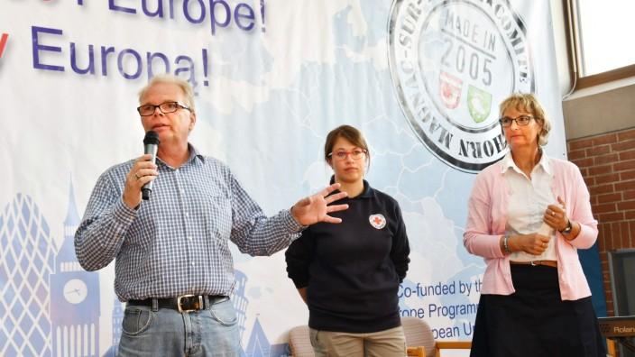 Europatag in Bockhorn: Jederzeit gewappnet - auch für größere Aufgaben ist der Warteraum Asyl: (von links) Volker Grönhagen, Julia Brückner und Patricia Schuster.