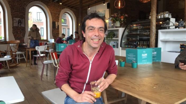 Brüssel: Hans Vandecandelaere ist Schriftsteller und Historiker, bietet aber auch Führungen durch Molenbeek-Saint-Jean an, bei denen man die Hauptstadtgemeinde aus überraschender Perspektive kennenlernen kann.